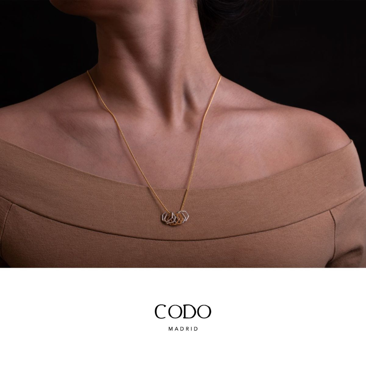 Dusk long necklace of fine metal chain with silver and gold hexagons