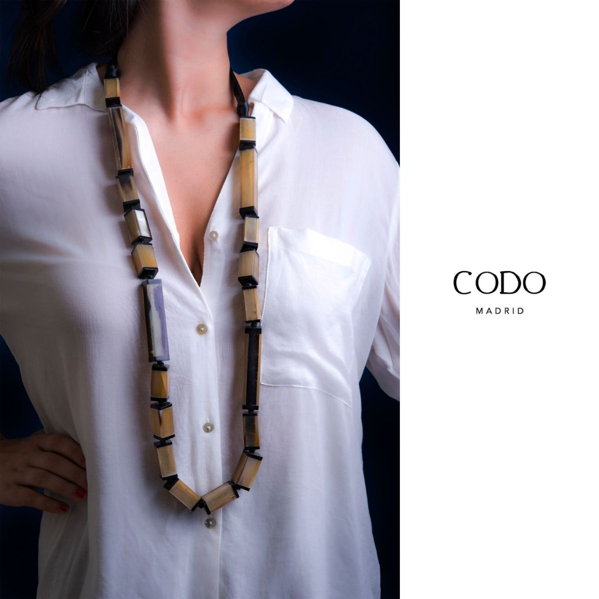 Maximum long lacquered horn necklace with square shapes and black satin ribbon finish