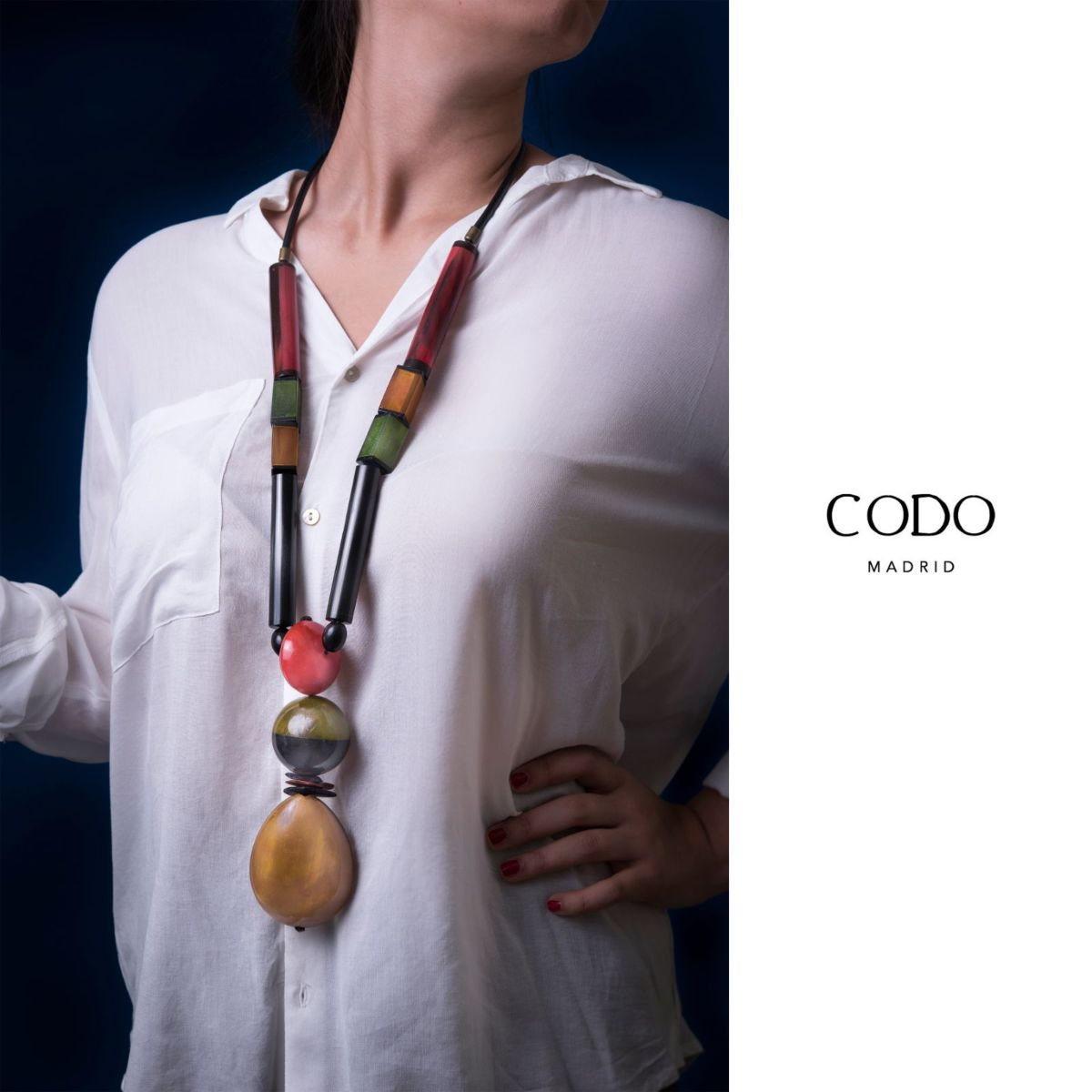 Vesubio long necklace dyed in different colors and shapes with medallion of horn