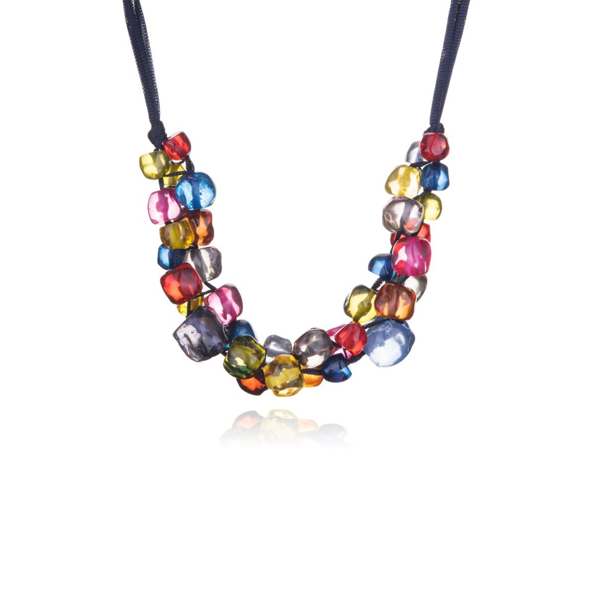 Colors collar corto con cinta de seda engarzando piezas de resina multicolor en formas redondeadas