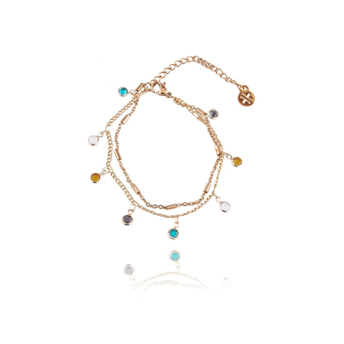 Tolousse fina pulsera con dos vueltas de cadenitas con cristales multicolor en una de ellas.