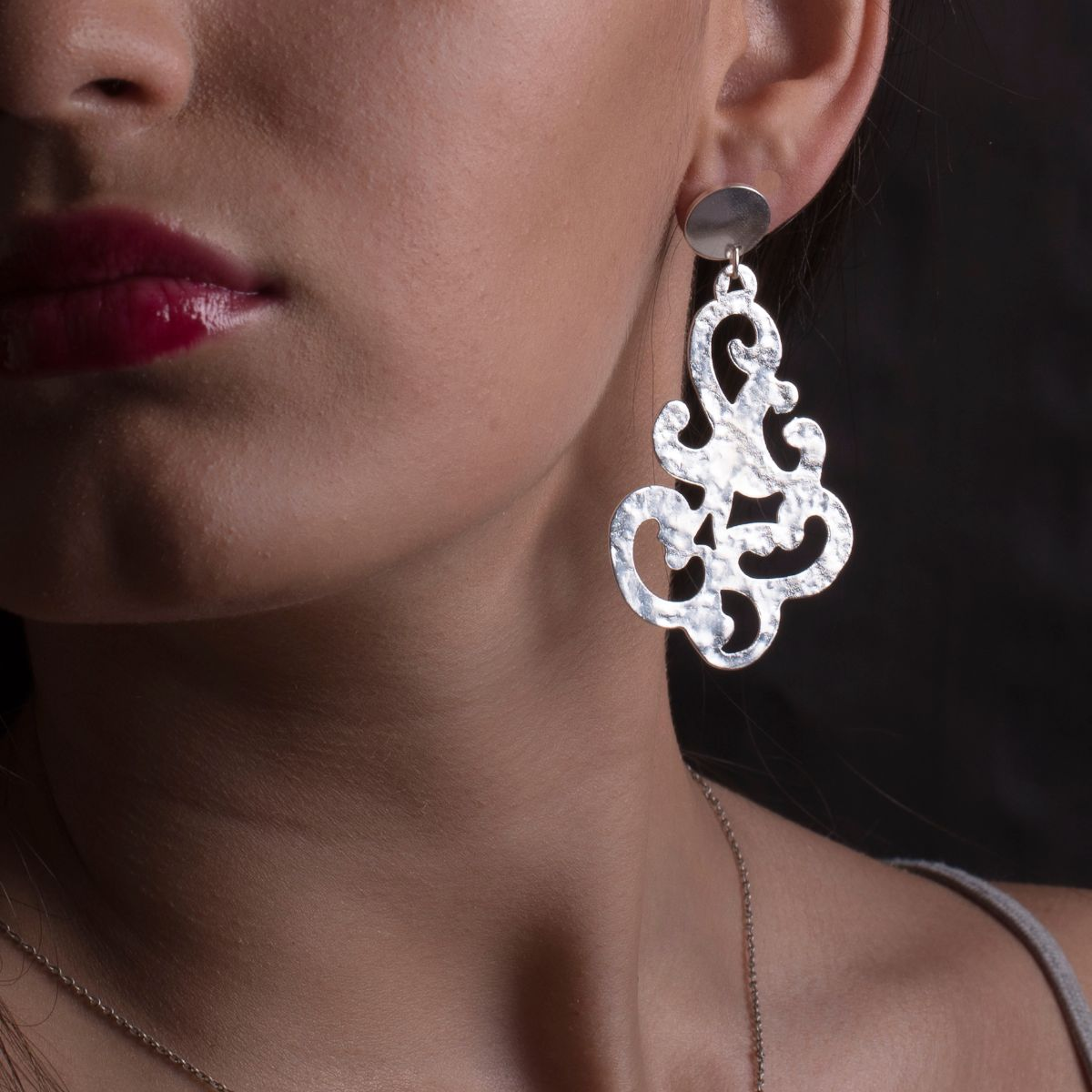 Baroque long metallic earring with silver finish in an original filigree shape with hypoallergenic snap closure