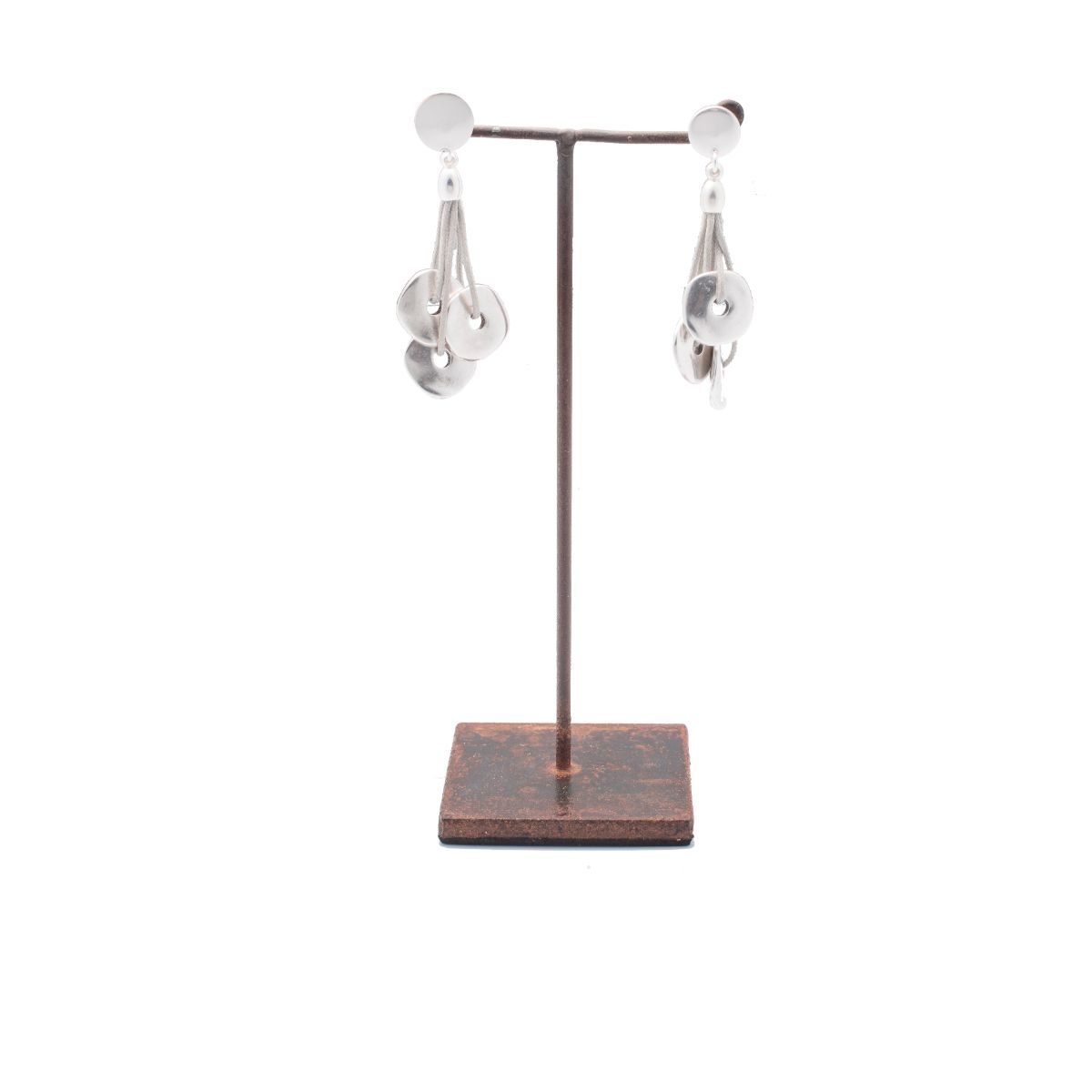 Empúries earring with cotton and three silver plated metal pieces. Snap closure