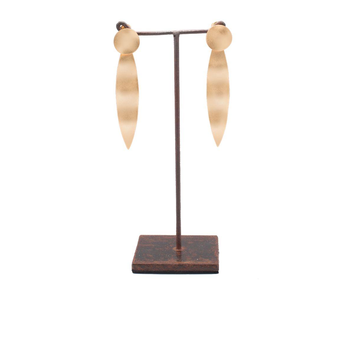 Ninfa pendiente largo dorado con cierre a presión con círculo y pieza irregular alargada