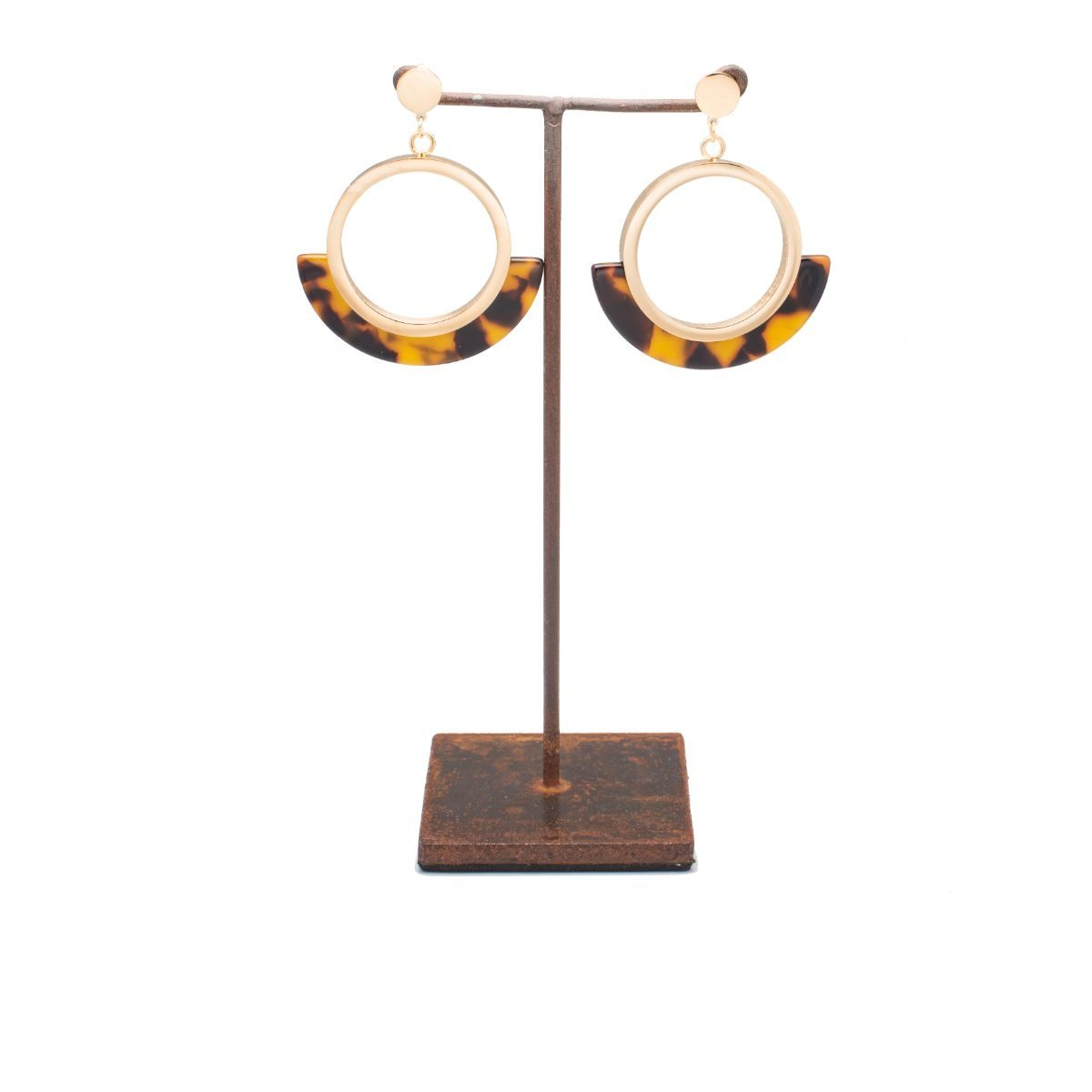 Anemone Gold-plated metal circle-shaped earring with brown-tone resin piece in the lower half of the circle