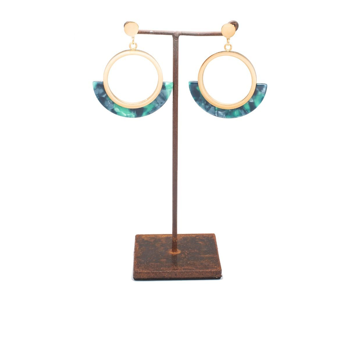 Anemone Gold-plated metal circle-shaped earring with green-tone resin piece in the lower half of the circle