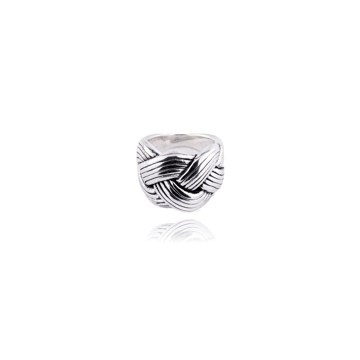 Leo sterling silver ring in the shape of a ribbon with small engravings simulating a rope.