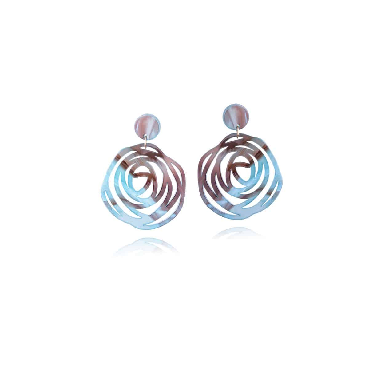 Twister earrings, made of brown-blue resin with an openwork circular shape.
